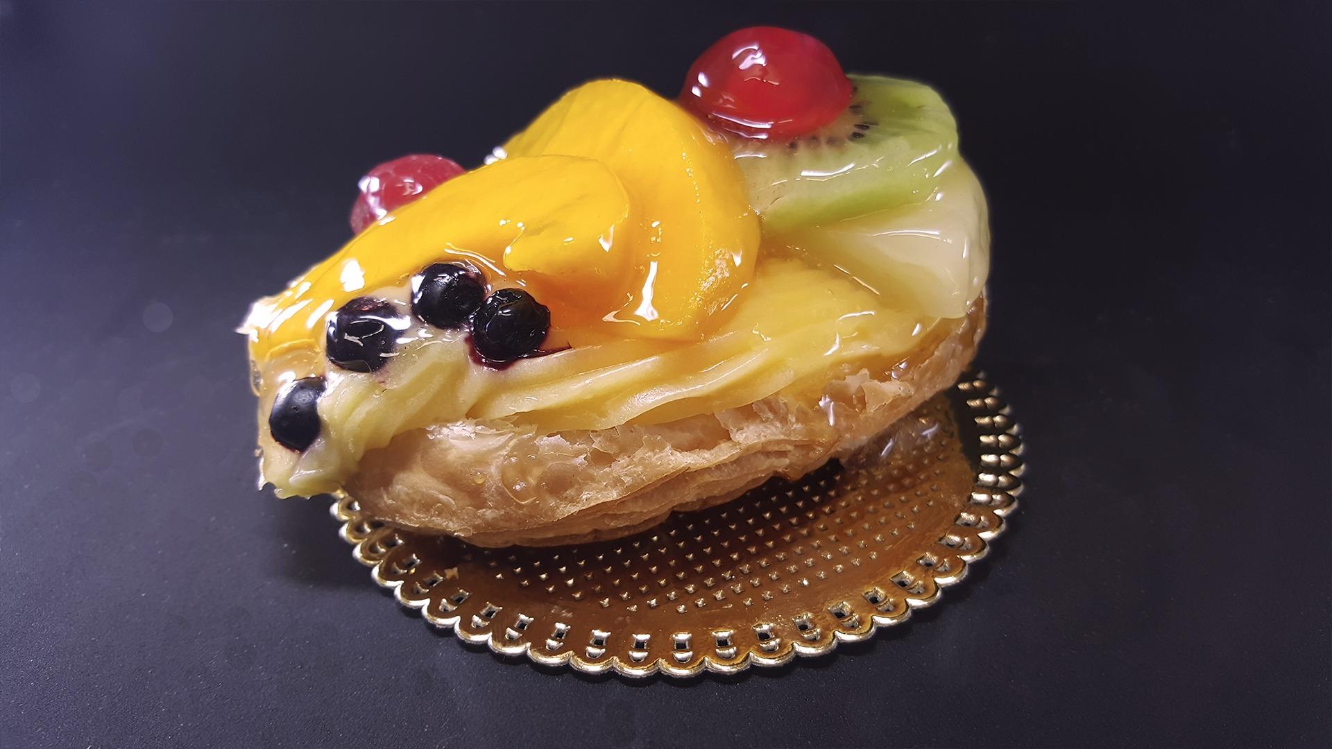 Hojaldre con Crema y Frutas